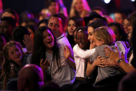 Angelina Jolie reaparece después de que le extirpen los ovarios