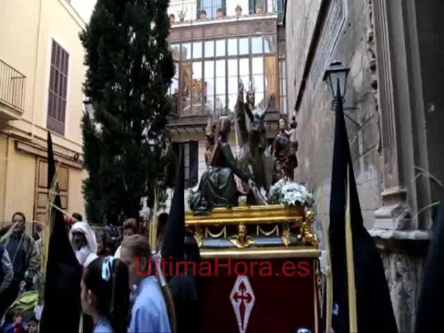 La primera procesión de Semana Santa, vivida por mucho público