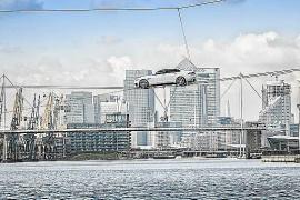 El Jaguar XF completa su mayor acrobacia