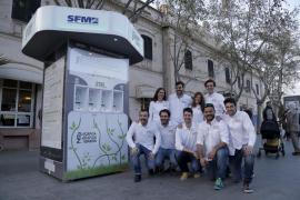 Una iniciativa pionera permite cargar el móvil en la Intermodal