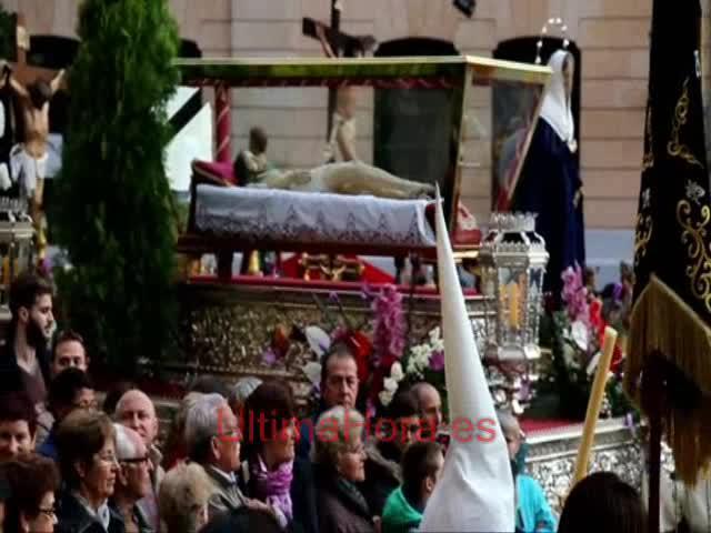 Fin de las procesiones en Palma con el silencio del Sant Enterrament