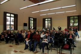 Un centenar de personas participan en el encuentro de Podemos para elaborar su programa