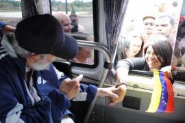 Fidel Castro reaparece en público 14 meses después