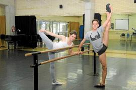 Dos bailarines del Conservatori dan un salto internacional