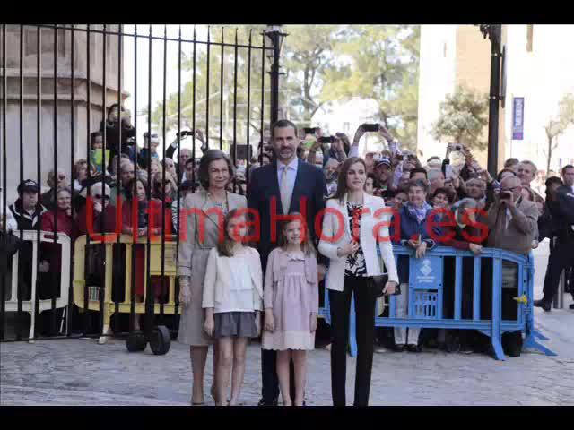 Los Reyes mantienen la tradición y asisten a la misa de Pascua en la Seu