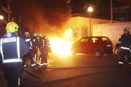 Un incendio destroza tres vehículos en sa Indioteria
