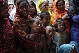 Pakistán entierra a sus muertos