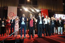 El PSOE presenta a Alfonso Rodríguez entre 1.200 personas