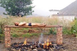 Un joven chino intenta curar su cáncer mediante una «parrilla humana»