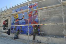 Empieza la instalación del segundo mural de Gustavo en Cala Rajada