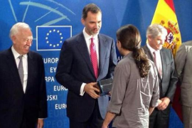 Pablo Iglesias regala la serie  'Juego de Tronos' a Felipe VI