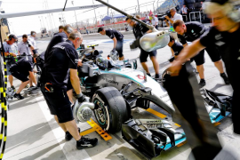 Mercedes se exprime para dominar los libres en Baréin