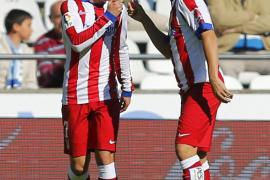 Griezmann da tres puntos al Atlético ante el Depor