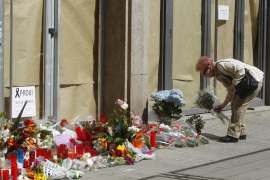 El instituto Joan Fuster reabre tras el duelo por las víctimas del ataque