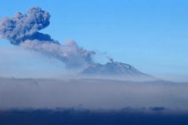 El volcán Calbuco cubre de cenizas el sur de Chile y obliga a evacuar a 4.400 personas
