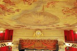 Las telas murales del Teatre Principal, restauración a 'grapazos'
