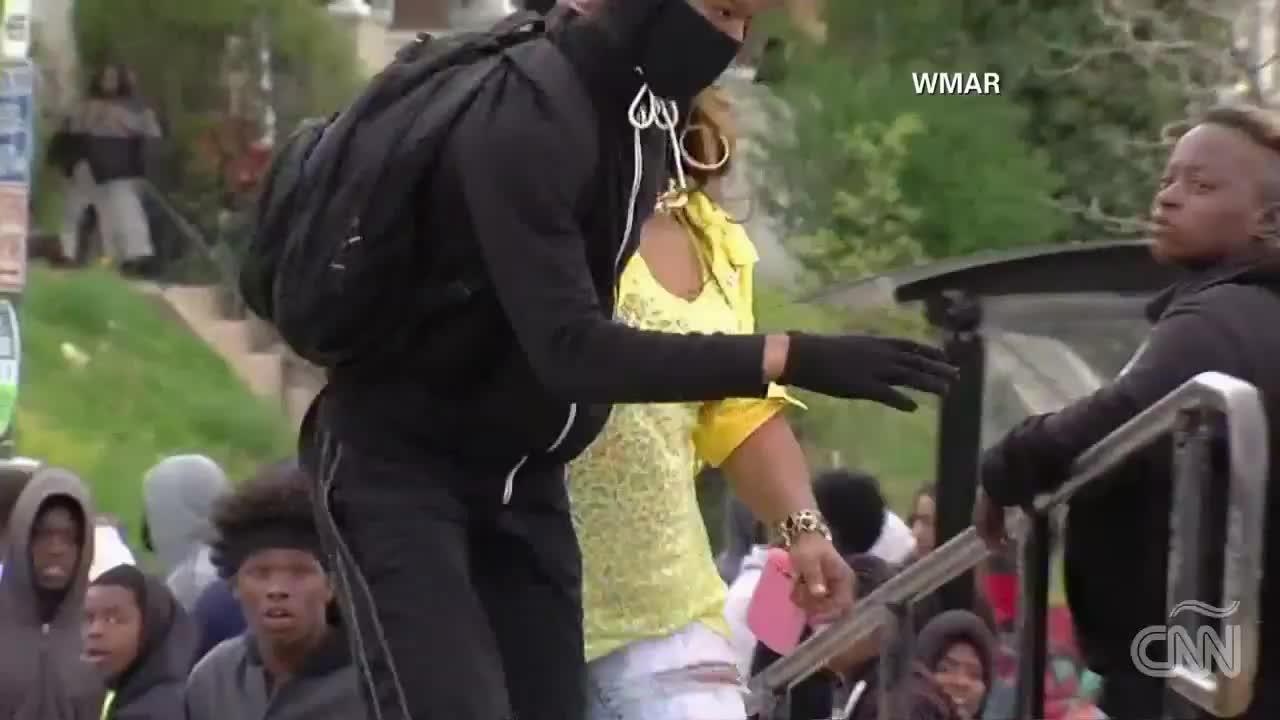 La reprimenda de una madre de Baltimore a su hijo se vuelve viral