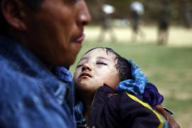 Cientos de miles de personas escapan del valle de Katmandú