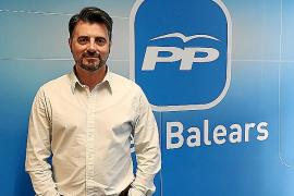 El candidato del PP de Pollença mete a su novia y a su exmujer en la lista