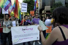 Ben Amics se cuela en la precampaña con propuestas para erradicar la homofobia