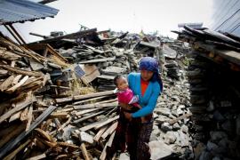 Siguen sin localizar en Nepal a 35 españoles
