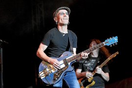 Fito & Fitipaldis enciende Son Fusteret con su rock