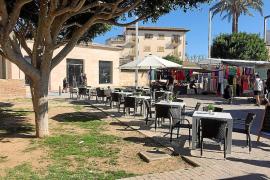 La terraza 'alegal' del nuevo bar del regidor González reaviva la polémica en Alcúdia