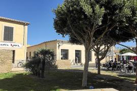 González se siente víctima y niega un trato de favor a la terraza de su nuevo bar en Alcúdia