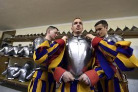 Los nuevos soldados de la Guardia Suiza juran su cargo