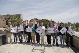 Comienza la campaña electoral con la 'pegada' de carteles