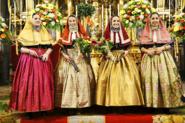 La investidura de las Valentes Dones da inicio a las celebraciones del Firó