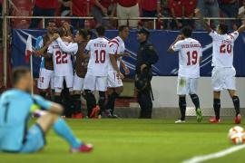 El Sevilla golea a la Fiorentina y pone un pie en la final