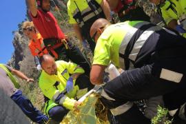 Un motorista, en estado crítico tras caer por un desnivel de 5 metros