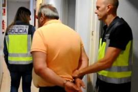 Detenido un estafador que ofrecía trabajo en la Consellería a cambio de dinero