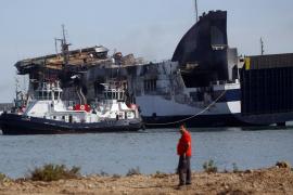 La Guardia Civil investiga las causas del incendio del 'Sorrento' desde dentro