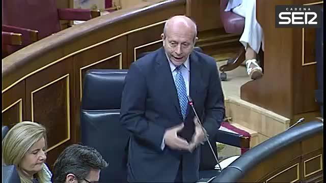 Wert niega haber comparado el trato al castellano con el que dio Franco al catalán