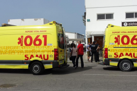 Evacuado a la Vall d'Hebron un herido en la explosión en una empresa náutica de Ciutadella