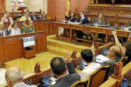 El último pleno del Consell, de trámite y marcado por la campaña