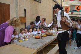 Escolares en el Mercado Medieval de Capdepera