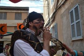 serpiente en el mercado medieval de Capdepera