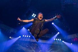 Bruce Dickinson, cantante de Iron Maiden, supera un cáncer de lengua