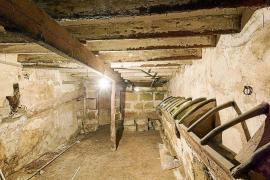 Hallan restos de pinturas medievales en los establos de Can Olesa