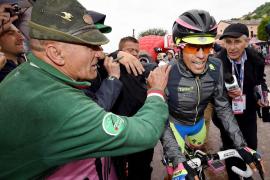 Una caída priva a Contador de la 'maglia rosa'