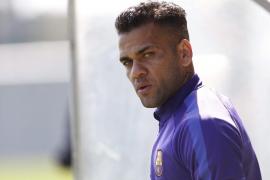 Alves dice que «a estas alturas» está descartado que continúe en el Barça