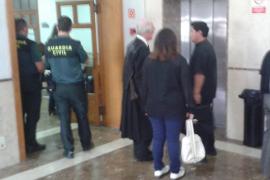 Los acusados de atacar a un cura de la iglesia de Sant Sebastià dicen que fue un accidente