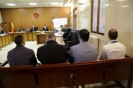 El juicio contra los cuatro policías locales acusados de pegar a un detenido se reanuda el lunes