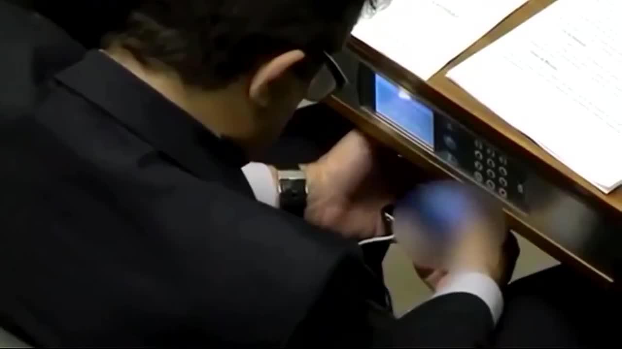 'Cazado' un congresista brasileño viendo un vídeo pornográfico en un pleno