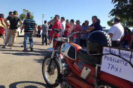 Los taxistas de la Platja de Palma protestan contra los 'bicitaxis'
