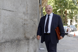Cardona asegura que dijo a Ordinas que no diera un trato de favor al diseñador Joan Roselló