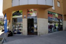 Atracan a mano armada una tienda de deportes de Palma para llevarse 200 euros